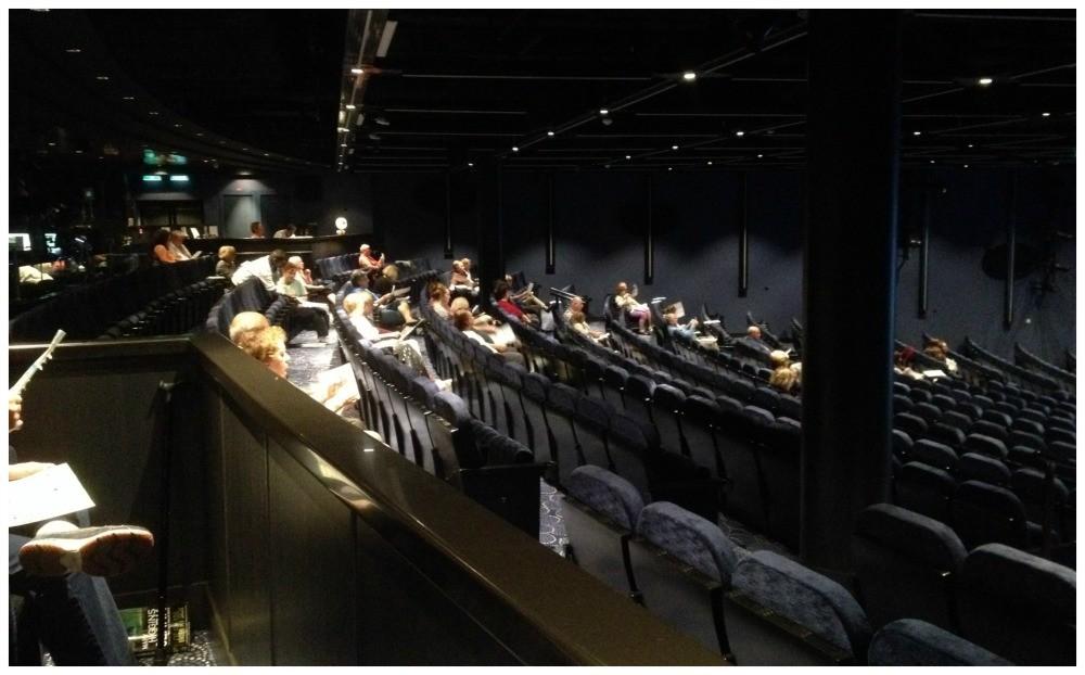 Norwegian Escape Theatre